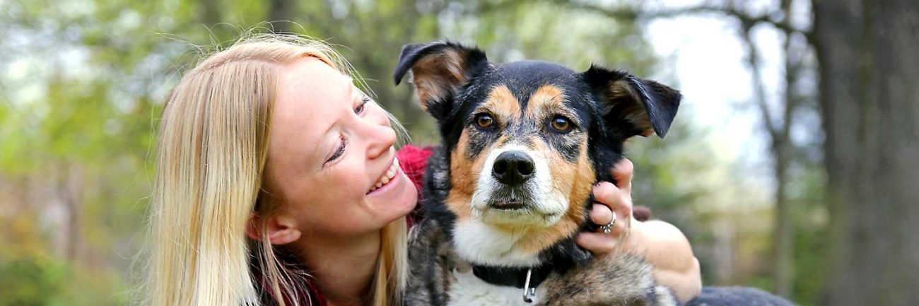 header-woman-dog